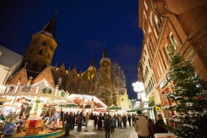 Photo by City of KaiserslauternThe Christmas market set up in front of Stiftskirche in Kaiserslautern offers many food specialties, the traditional Glühwein and a merry-go-round for children.