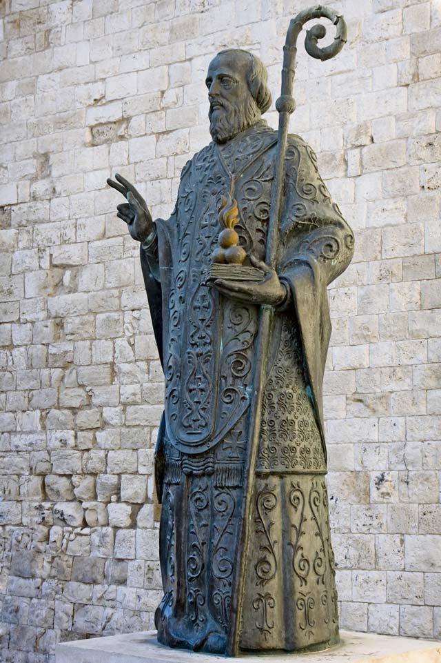 Bishop st nicholas buried in bari italy kaiserslautern