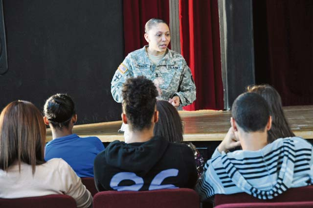 NCOs bring military resiliency training to KHS