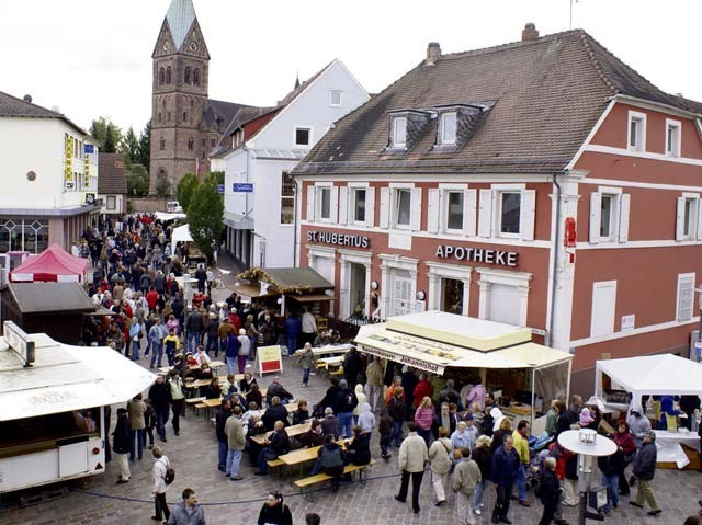 Photo by Stefan Layes Ramstein hosts Wendelinus market The annual Wendelinus market with more than 80 exhibitors presenting arts, crafts and other merchandise takes place Saturday and Sunday in the car-free center of Ramstein-Miesenbach. All stores are open Sunday from 1 to 6 p.m.