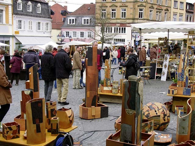 Visitors of the Homburg ceramics market find unique items created by more than 100 artisans.