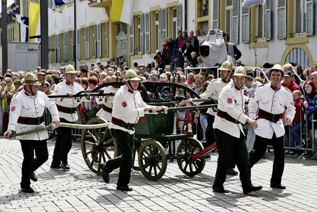 Courtesy photo Numerous walking groups, floats and music bands take part in the Rheinland-Pfalz State Fair parade starting at 1 p.m. June 5 in Alzey.