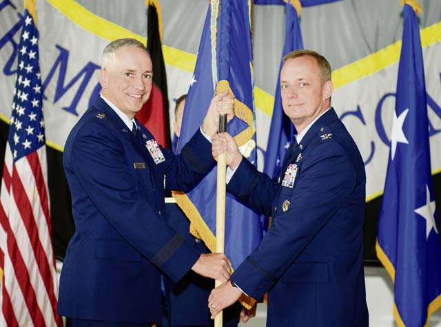 Airmen welcome new 521st AMOW commander