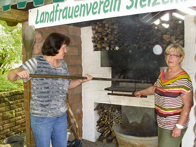 "Courtesy photo Oven fest in Stelzenberg The village of Stelzenberg celebrates its annual ""Backofenfest"" or ""baking oven fest,"" Saturday and Sunday. The event officially opens at 5 p.m. Saturday near the local community hall, Mehrgenerationentreff. Sunday, activities begin at 10:30 a.m. In addtion to the baking of bread and cakes in an old baking house, the fest features live music, a street-organ player, a flea market, wooden arts with chain saws, a Portuguese dance presentation, food and drinks."
