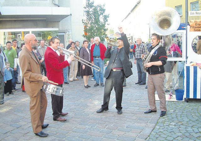 Photos by Stefan Layes Street musicians entertain the visitors of Ramstein's Wendelinus market taking place from 11 a.m. to 6 p.m. Saturday and Sunday.