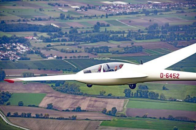 KMC members take gliding lessons