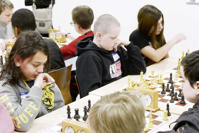 American students play chess in local championship