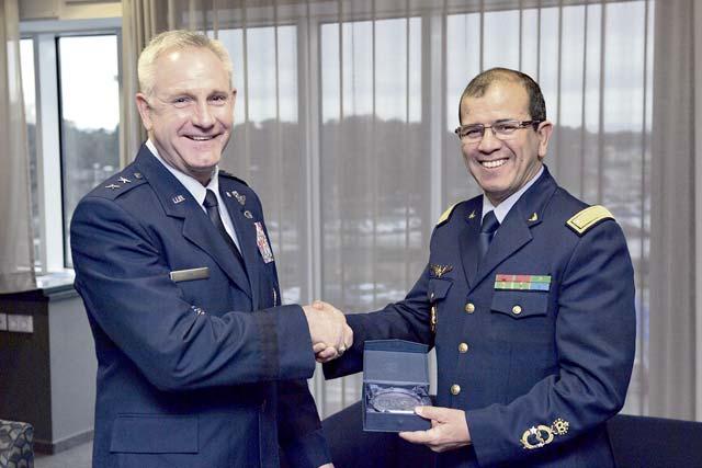 Cooperation militaire avec les USA - Page 6 P11a-2