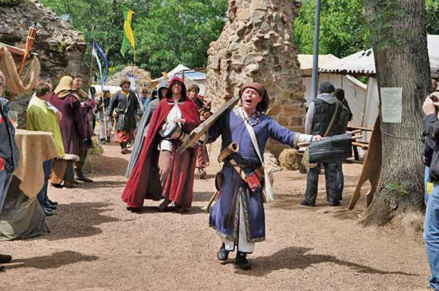 Smallest town in Pfalz holds medieval market
