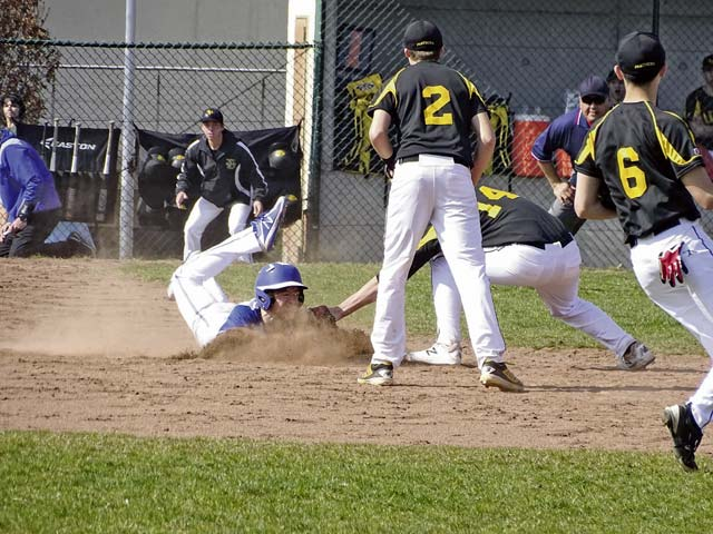 Ramstein Royals  claim lead  in fifth inning  to defeat  Stuttgart Panthers