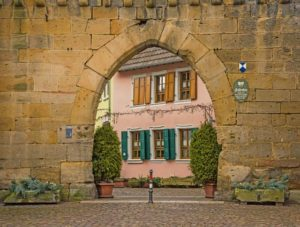 With high spirits around the wall, Freinsheim celebrates town wall fest