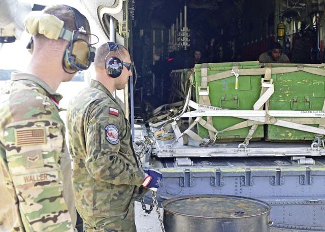 435th CRS teaches offload methods in Poland